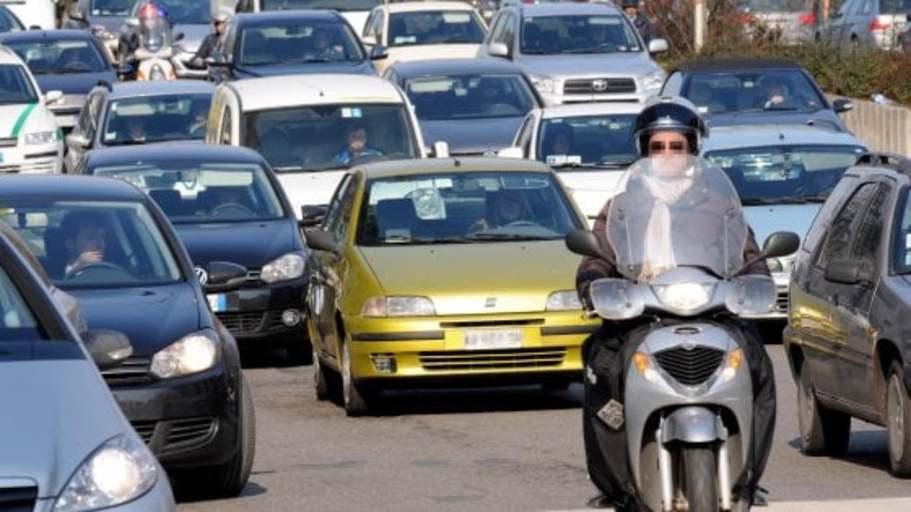 ...Milano, stop ai diesel dal 2019: il piano Sala contro l'inquinamento
