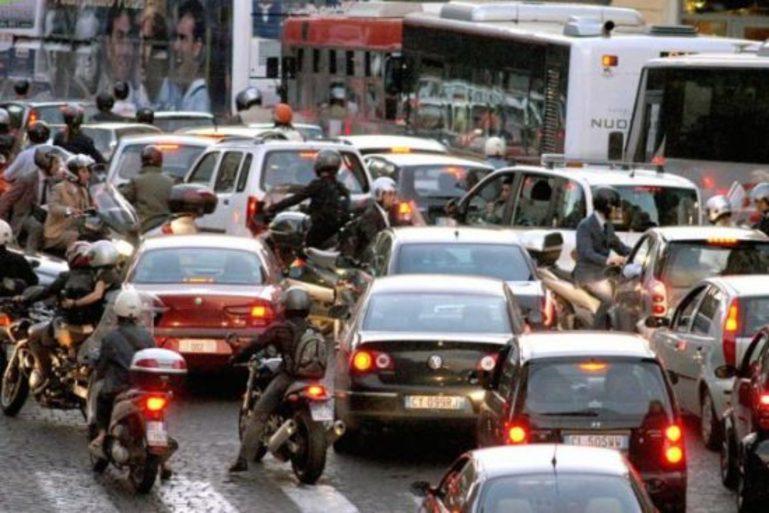 Blocco traffico Roma, domenica primo stop. Niente auto nella fascia verde: fermi anche i Diesel euro 6